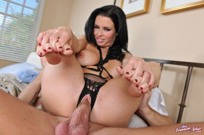 Veronica Avluv videos